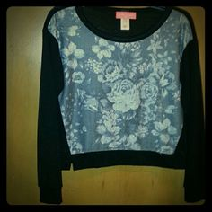 long sleeve crop top very very sad to see this one go (it just doesnt fit!) this has a graphic print of roses on the front and only on the front, the rest of the shirt is black. bottom of the shirt just reaches the top of the hip for me. Tops Crop Tops