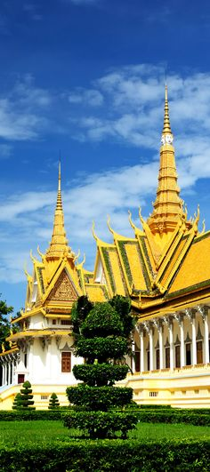 Royal Palace in Phnom Penh, Cambodia    |    Amazing Photography Of Cities and Famous Landmarks From Around The World