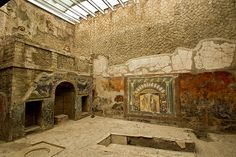 House of Neptune and Amphitrite in Herculaneum features intricate glass mosaics