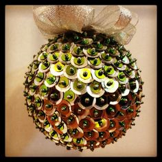 Sequin Ornaments, Handmade Ornaments, Christmas Crafts, Christmas Bulbs, Christmas Ideas, Ornament Wreath, Projects To Try, Sequins, Wreaths