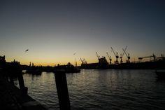 Nascer do sol do porto de Hamburgo.