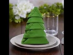 10 Wow-worthy Napkin folds that belong on the table... not on your lap! - YouTube