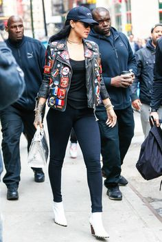 Check back everyday for new Rihanna candids Estilo Rihanna, Mode Rihanna, Rihanna Riri, Rihanna Style, Fashion Killa, Look Fashion, Fashion Outfits, Looks Rihanna, Rihanna Outfits