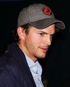 Interview with Ashton Kutcher on his role as Steve Jobs + Jobs Movie Review