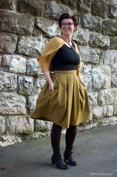 """Wedgwood Skirt No. 2     Letzten Samstag war der grösste Schweizer Näh-Event """"Nähkomplott"""" in Zürich und für mich war klar ich werde mit m... Straight Stitch, Stitch Design, Midi Skirt, Rock, Skirts, Fashion, Swiss Guard, Moda, Skirt"""