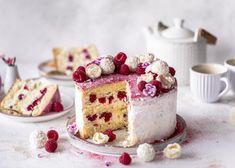 Himbeer-Raffaello-Torte ohne Gelatine - Emma's Lieblingsstücke Dessert Party, Cake Recipes, Dessert Recipes, 10th Birthday Parties, 10 Birthday, Cocktail Desserts, Pampered Chef, Vanilla Cake, Lorem Ipsum