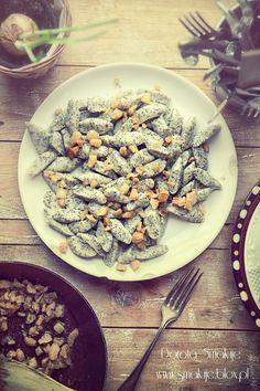 Kopytka z makiem Magic Recipe, Kitchen Hacks, Pasta Salad, Vegan Recipes, Good Food, Pierogi, Food And Drink, Chicken, Meat