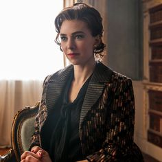 Vanessa Kirby - The Crown's Princess Margaret Gave One Of The Greatest Breakup Speeches In TV History+ Elizabeth Ii, Pincesse Margaret, Vanessa Kirby The Crown, The Crown Season 2, The Crown Series, Crown Netflix, Save The Queen, Female Images, Actors & Actresses