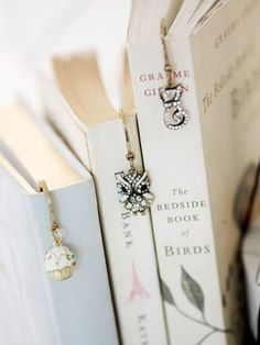 Inspiration from Kisilitsa : bookmarks I Love Books, Books To Read, Reading Books, Tarjetas Diy, Raindrops And Roses, Old Books, Book Nooks, Book Photography, Bookstagram