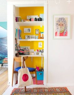 You can still have a functional home office even if your space is small. These small, well organized home office spaces are perfect for those of us who work from home but don't have the space for a full on office. Small Home Offices, Small Apartments, Small Spaces, Small Office, Office Spaces, Mini Office, Tiny Home Office, Closet Office, Closet Space