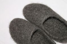 Felted Slippers, Knitting Socks, Knitting Projects, Handmade, Crafts, Shoes, Balcony, Diy, Decor