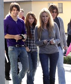 Miley Cyrus and Her Family | Miley Cyrus Musician Miley Cyrus, her parents Billy Ray Cyrus, Tish ...