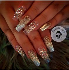 Look at these glitter nails nail designs in 20 Glittery Nails, Glam Nails, Bling Nails, Fancy Nails, Stiletto Nails, Cute Nails, Fabulous Nails, Gorgeous Nails, Nagel Bling