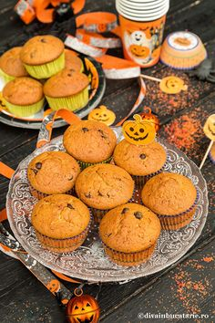 BRIOSE CU PIURE DE DOVLEAC SI CIOCOLATA | Diva in bucatarie Muffins, Cupcakes, Food And Drink, Cookies, Breakfast, Sweet, Desserts, Halloween, Diet