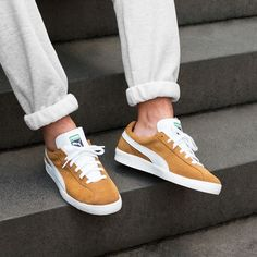 Puma Sneakers Shoes, Sneakers Mode, Retro Sneakers, Pumas Shoes, Casual Sneakers, Sneakers Fashion, Fashion Shoes, Skater Outfits, Puma Suede Outfit