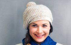Päälaella keikkuva tupsu piristää moninkertaisesta alpakka-langasta neulottua myssyä. Tee itselle tai lahjaksi. Katso helppo ohje Kotilieden sivuilta! Winter Hats, Crochet Hats, Fashion, Knitting Hats, Moda, Fashion Styles, Fashion Illustrations