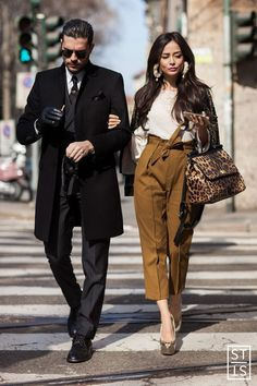 Street Style Pendant La Fashion Week De Milan A W Fashioninthestreets Street Style During Milan Fashion Week A W Fashioninthestreets - Bilmece Street Style Trends, Street Style Looks, Street Style Pour Femmes, Couple Look, Couple Style, Mens Fashion, Fashion Outfits, Fashion Trends, Milan Fashion