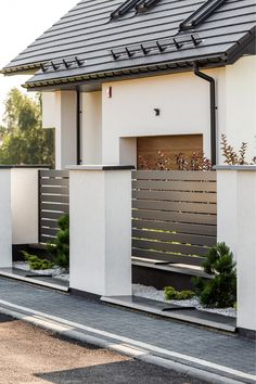 Sublime Useful Tips: Cheap Fence Stone Walls fence door home.Simple Wooden Fence… Sublime useful tips: Cheap fence stone walls fence … Brick Fence, Concrete Fence, Front Yard Fence, Bamboo Fence, Wooden Fence, Fenced In Yard, Fence Stain, Pallet Fence, House Fence Design