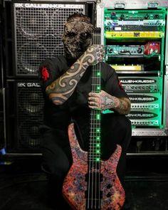 Alessandro Venturella (Slipknot) replaced Paul Gray Informations Abou… Nu Metal, Rock Y Metal, Chris Fehn, Paul Gray, System Of A Down, Thrash Metal, Radiohead, Emo Bands, Music Bands