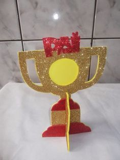 Como fazer um troféu porta retrato Hot Wheels Birthday, Sea Crafts, Sports Day, Hobby Horse, International Day, Preschool Activities, New Day, Diy Gifts, Fathers Day