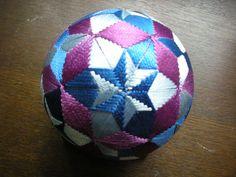 作品紹介-都てまり - miyakotemari0000 ページ! Quilted Ornaments, Japanese Architecture, Christmas Baubles, Soccer Ball, Weaving, Inspiration, Stitches, Beautiful, Christmas Balls