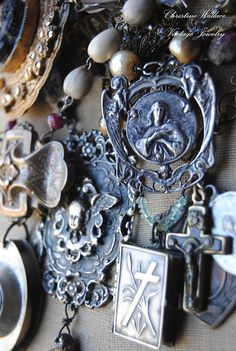 christine wallace <3 This is absolutely gorgeous and I may start making my own. I have lots of these pieces saved.