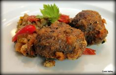 Lækre, lette og smagfulde svinekinder. Delicious pork cheeks with a fresh taste http://cookvalley.blogspot.com/2015/04/svinekinder-aka-svinekber-i-timian.html
