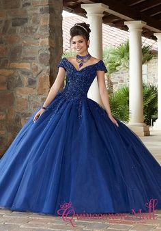 A gorgeous contrasting crystal beading embroidery, w/ a tulle ball gown skirt. Features a lace up corset and a matching capelet. Grad Dresses Short, Prom Dresses Blue, Formal Dresses, Wedding Dresses, Tulle Ball Gown, Tulle Dress, Ball Gowns, Gown Skirt, Sweet 15 Dresses