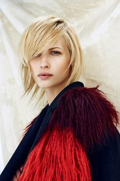 Hair color is reinvented with overlapping, blurred chromatic lines. Perfect Blonde, Fashion Images, Great Hair, Hair Hacks, Cool Hairstyles, Hair Color, Collections, Concept, Hair Styles