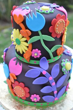 https://flic.kr/p/8hxMDr | Chocolate Flowers | Chocolate Flowers. LOVE this cake! by www.thecakemamas.com