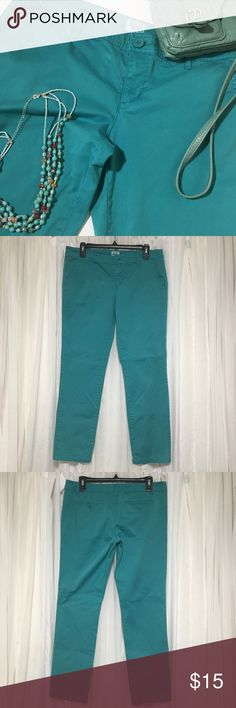 Massimo turquoise green pants size 11 Cute pants in good condition no fraying or rips. Straight leg. These are low rise, has two slit pockets in back. Waste 17 inches Rise 8.5 Inseam 9 inches This would make a great weekend casual pant! Thanks visiting my closet feel free to look around!😘 Mossimo Supply Co Pants Straight Leg