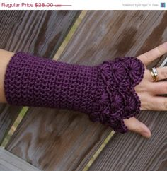 Soooo wish I could crochet or knit! Scallion Crochet Arm Warmer