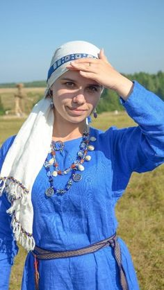 Eastern Slavic costume, 10th? century, by Ekaterina Blaginyh (Екатерина Благиных). Lovely head band and scarf.