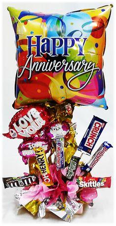 Arreglo de Globos Metálicos #Aniversario con #Chocolates!! www.globocentro.com.gt Valentine Ideas, Valentines, Candy Centerpieces, Chocolate Bouquet, Candy Bouquet, How To Make Chocolate, Playroom, Balloons, Snack Recipes
