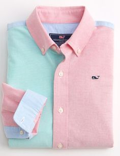 """"""""""" Shop boys button-down shirts at vineyard vines """""""" He doesn't know it yet, but this festive boys button-down shirt is going to make him the life of the party. Preppy Girl, Preppy Style, Prep Boys, Terno Casual, Mens Designer Shirts, Preppy Outfits, Well Dressed Men, Stylish Kids, Party Shirts"""