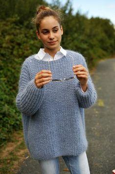 pull éclaircie - LUCE notre plus belle sélection de laines et de modèles Mohair Sweater, Knit Cardigan, Crochet Woman, Knit Crochet, Handmade Clothes, Diy Clothes, Pull Mohair, Knitwear, Knitting