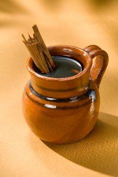 Un café típico mexicano endulzado con piloncillo, esta versión rápida será tu mejor aliado en las reuniones.