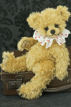 A traditional look from Three O'Clock Bears / Teddy Bears & Pals / Teddy Talk: Creating, Collecting, Connecting