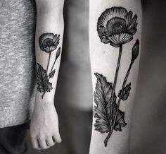 sehr kompliziertes Tattoo Design mit Mohnblumen