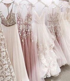 Hochzeitskleider oder einfach nur Abendkleider - diese Abendroben sind traumhaft schön! Abendkleider lang / Märchenhafte Abendkleider / Hochzeitskleider / Wedding dresses / Fairytale Evening Dresses   Stylefeed