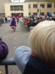 Eerste rang #Zevenaar @Sinterklaas goed georganiseerd en echte #Pieten. Zaterdag 15 november 2015. Via twitter @Altijdactie