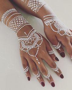 White henna for Shailin  For 2018 bookings and enquiries, DM or email mehndibar@gmail.com ———————————————— #henna #mehndi #tattoo #art…