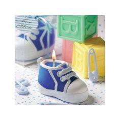 """Questa  adorabile scarpetta da bambino è realizzata in cera azzurra con il design di una  classica sneaker dai lacci dipinti di bianco, e ricca di piccoli dettagli che la  rendono perfetta per festeggiare la nascita, il battesimo o il compleanno del vostro  bambino.    Ogni  bomboniera viene confezionata in una scatola di plastica trasparente e legata con  un nastro di raso azzurro con allegato in omaggio un biglietto a tema che presenta  la scritta """"For You """".  Misure:  7 x 3,2 cm     ..."""