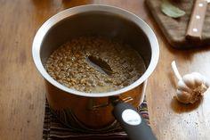 Nesta versão, a lentilha é preparada para substituir o feijão. O truque para transformar o grão num alimento dos sonhos: uma simples pitada de cominho.
