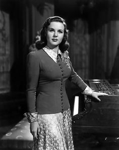 Here is an ultimate collection of Filmstars of Hollywood Black and White Era. The list is very rare with Best Hollywood Filmstars Images. Hollywood Stars, Golden Age Of Hollywood, Vintage Hollywood, Classic Hollywood, Hollywood Glamour, Canadian Actresses, Classic Actresses, Classic Films, Actors & Actresses