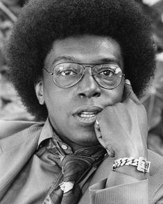 """Donald Cortez """"Don"""" Cornelius (September 1936 – February was an American television show host and producer who was best known as the creator of the nationally syndicated dance and music show Soul Train. Cornelius was born in Chicago, Illinois. Black Actors, Black Celebrities, Dodgers, Soul Train Dancers, American Bandstand, Vintage Black Glamour, Old School Music, Cornelius, Soul Music"""