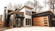 A mid century modern garage door brings contemporary style to the home. A mid century modern garage door brings contemporary style to the home.,architecture A mid century modern garage door brings contemporary style to. Modern Exterior, Exterior Design, Exterior Colors, Modern Home Exteriors, Modern Homes, Modern Garage Doors, Wood Garage Doors, Dream House Exterior, River House