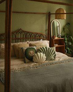 Green Rooms, Bedroom Green, Room Ideas Bedroom, Home Decor Bedroom, Moroccan Bedroom, Moroccan Interiors, Decor Room, Bed Room, Vintage Room
