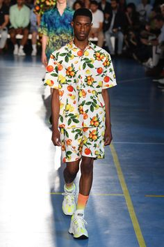 MSGM Spring 2019 Menswear Fashion Show Collection: See the complete MSGM Spring 2019 Menswear collection. Look 75