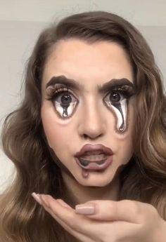 Pin on make up stuff/beauty stuff Creepy Makeup, Horror Makeup, Edgy Makeup, Makeup Art, Makeup Ideas, Sfx Makeup, Amazing Halloween Makeup, Halloween Make Up Scary, Black Halloween Makeup